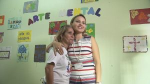 Marta Mendes (esq.) procurou tratamento no Caps AD, onde conta com assistência médica e psicológica - Reprodução/TV Brasil