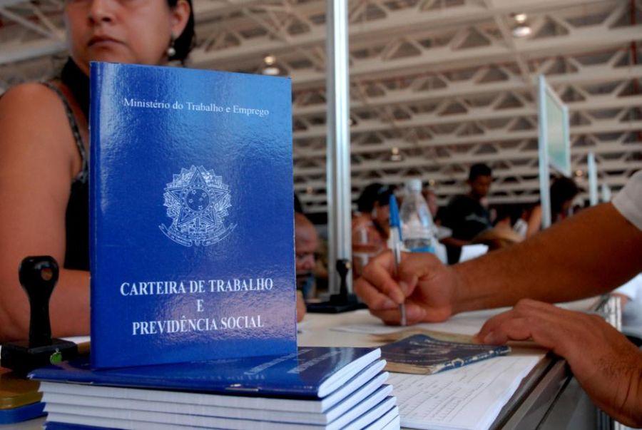 Crise mumdial pode ter feito com que empregos formais diminuíssem também no Brasil